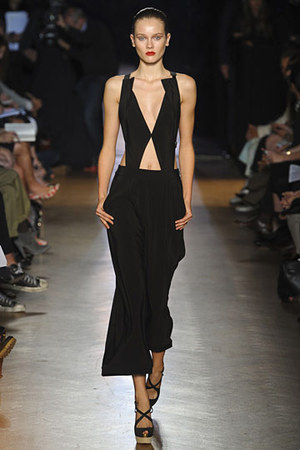 roland-mouret-spring-2011-cut-out-backless-dress-profile