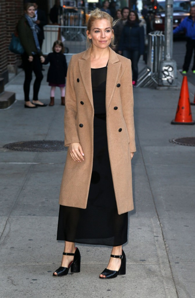 sienna-miller-at-the-late-show-with-stephen-colbert-in-nyc-october-2015_4