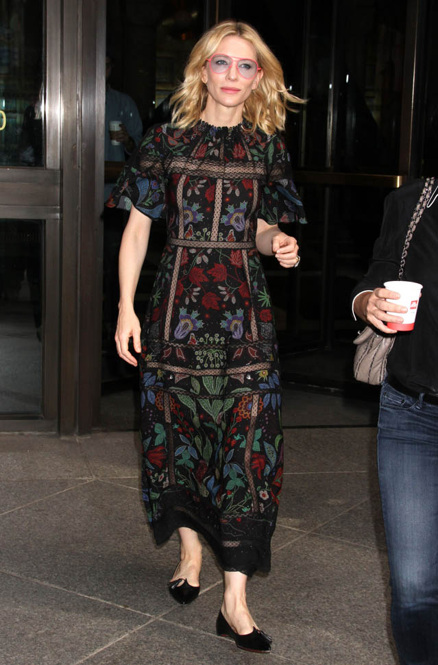 cate-blanchett-in-valentino-out-in-new-york-city