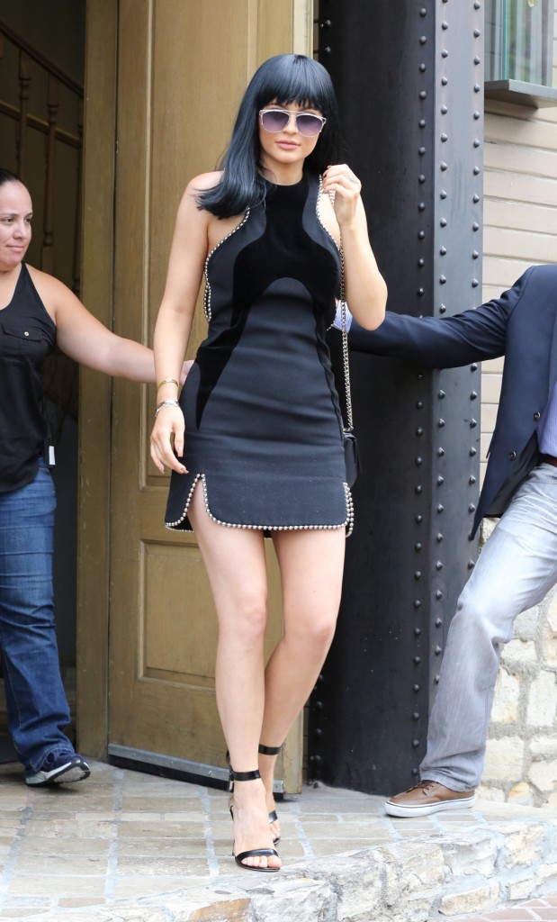 kylie-jenner-in-alexander-wang-leaving-the-villa-in-woodland-hills