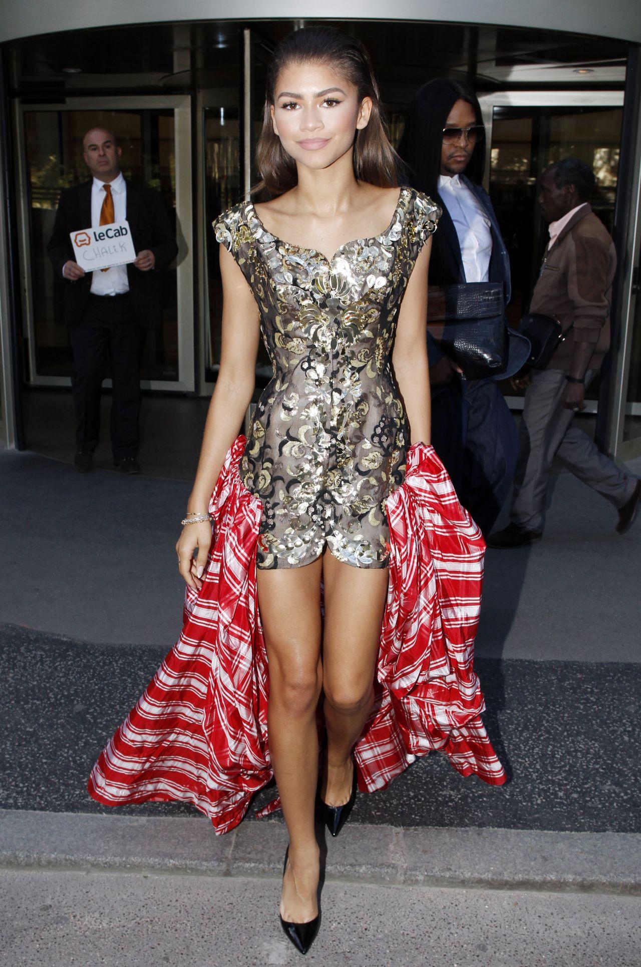 zendaya-arriving-at-vivienne-westwood-fashion-show-in-paris-october-2015_2