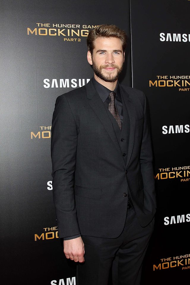 Liam -Hemsworth - in -Dolce- Gabbana - Hunger -Games- Mockingjay -Part -2 -New- York- Premiere