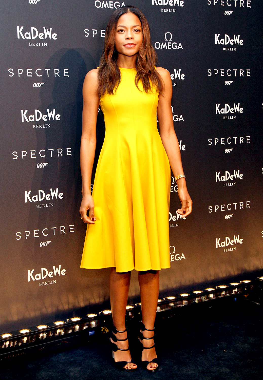 naomie-harris-in-michael-kors-the-omega-james-bond-exhibition-opening