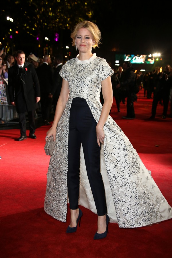 elizabeth-banks-in-razan-alazzouni-at-the-hunger-games-mockingjay-part-2-london-premiere