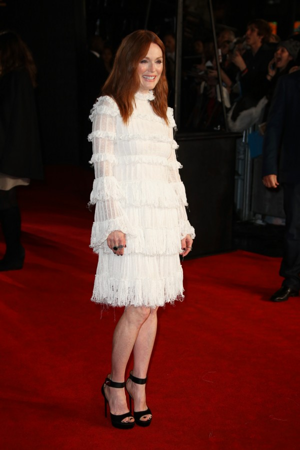 julianne-moore-in-alexander-mcqueen-the-hunger-games-mockingjay-part2-london-premiere