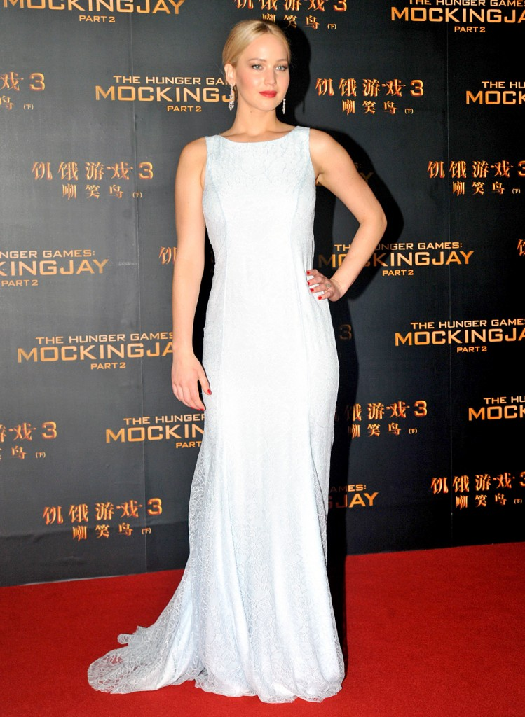 jennifer-lawrence-in-christian-dior-couture-the-hunger-games-mockingjay-part-2-beijing-premiere-jennifer-lawrence-in-christian-dior-couture-the-hunger-games-mockingjay