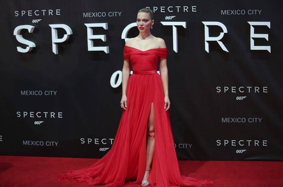 lea-seydoux-in-miu-miu-at-spectre-mexico-city-premiere