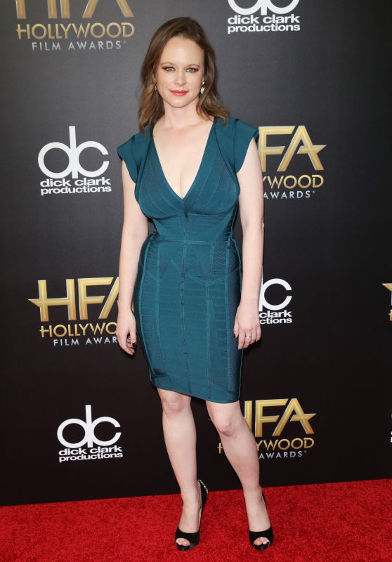 19th-annual-hollywood-film-awards-in-beverly-hills-red-carpet-thora-birch_1_thumbnail