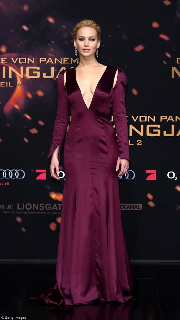 jennifer-lawrence-in-christian-dior-couture-the-hunger-games-mockingjay-part-2-berlin-premiere