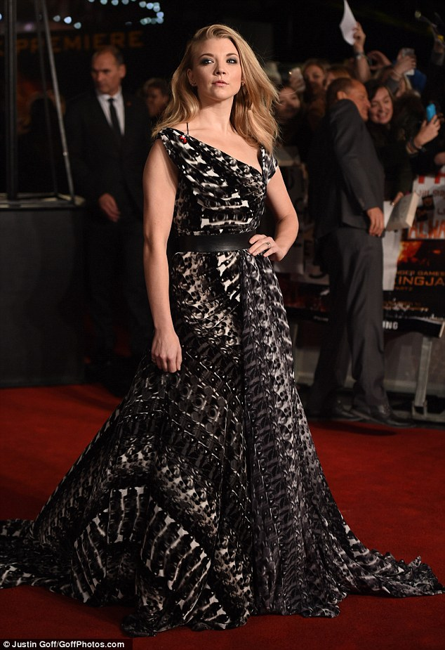 natalie-dormer-in-ong-oaj-pairam-at-the-hunger-games-mockingjay-part-2-london-premiere