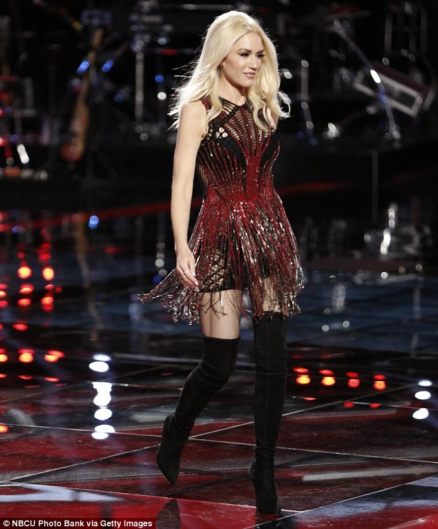 gwen-stefani-in-julien-macdonald-at-the-voice-live-play-off