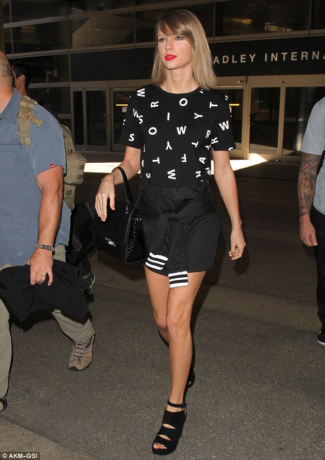 taylor-swift-taylor-swift-arriving-at-lax-in-los-angeles-november-2015