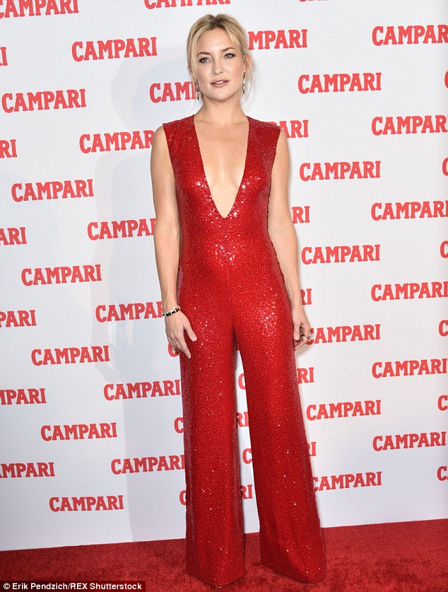 kate-hudson-in-naeem-khan-campari-calendar-2016-launch