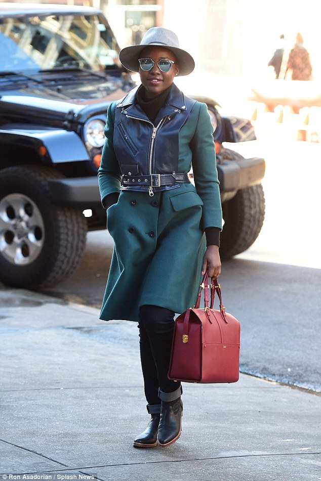 2EAC1A2600000578-0lupita-nyongo-spotted-at-public-theater-in-new-york-november-2015