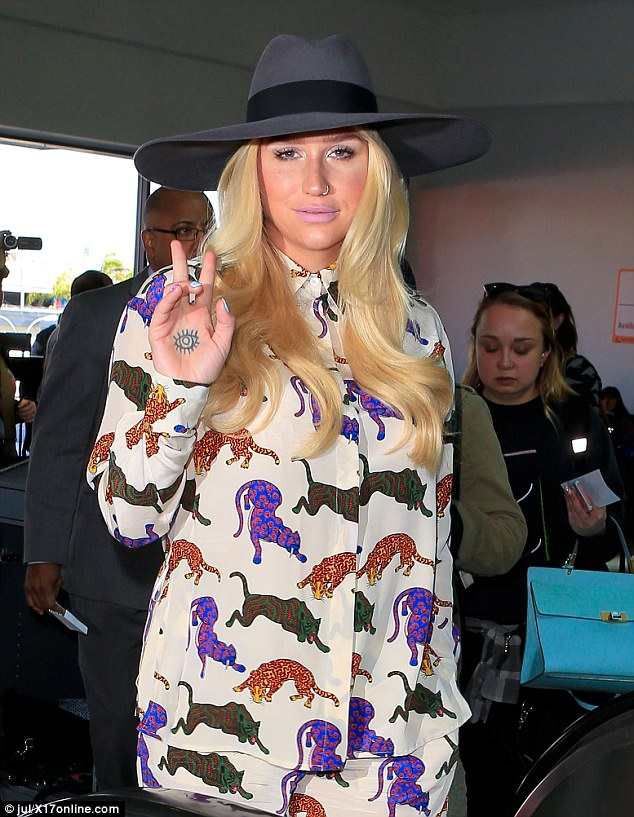 keesha-in-stella-mccartney-arriving-at-lax-airport