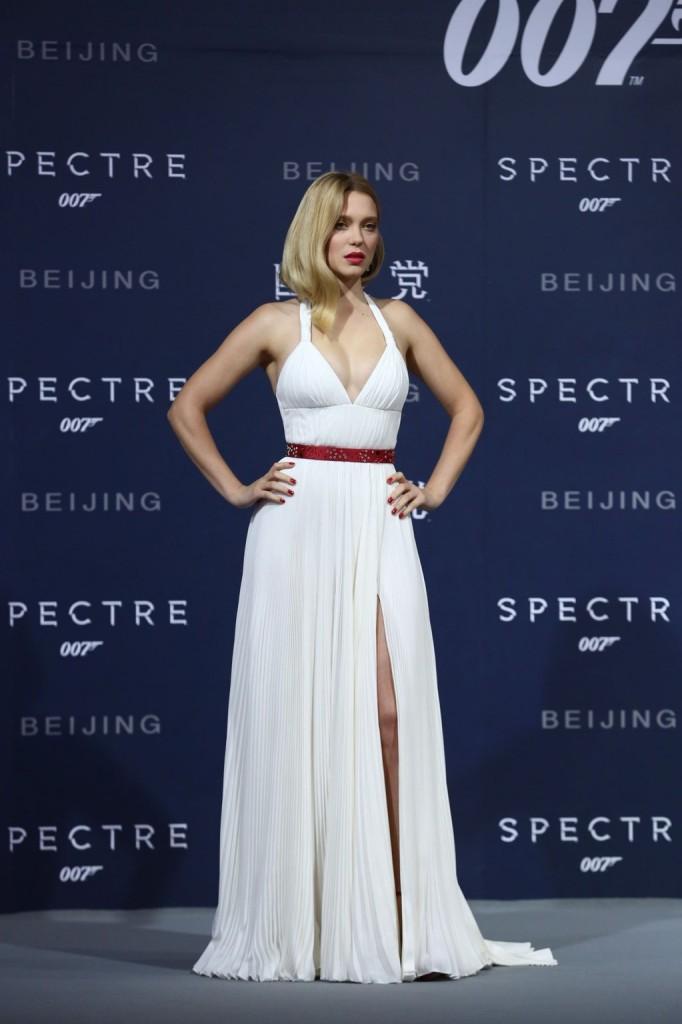 lea-seydoux-in-prada-spectre-beijing-premiere