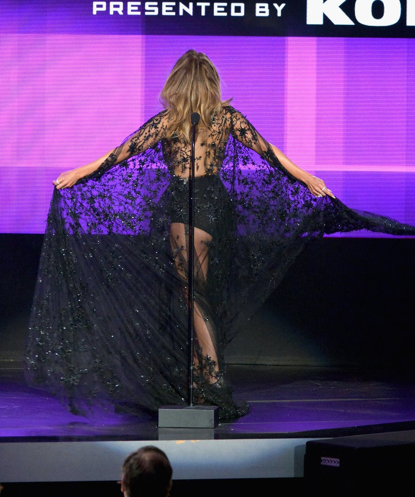 Jennifer-Lopez-2015-American-Music-Awards