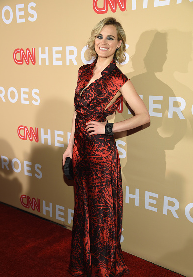 taylor-schilling-in-vionnet-2015-cnn-heroes-an-all-star-tribute