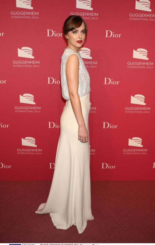 Dakota-Johnson--2015-Guggenheim-International-Gala-Dinner--07-662x1047-1