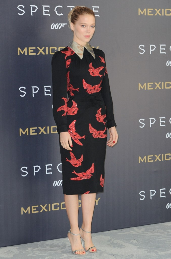lea-seydoux-in-miu-miu-at-spectre-mexico-city-photocall