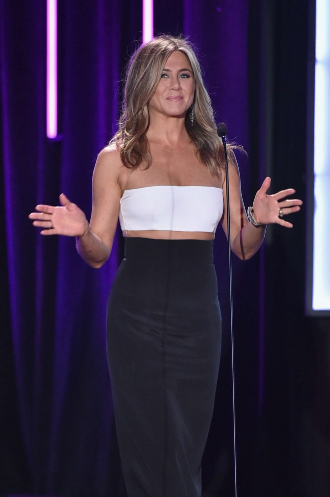 Jennifer-Aniston--29th-American-Cinematheque-Award-Honoring-Reese-Witherspoon--10-662x996