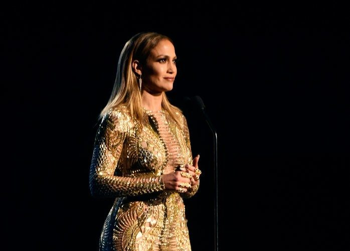 Jennifer-Lopez-2015-American-Music-Awards-Best-Moments-1-698×1024