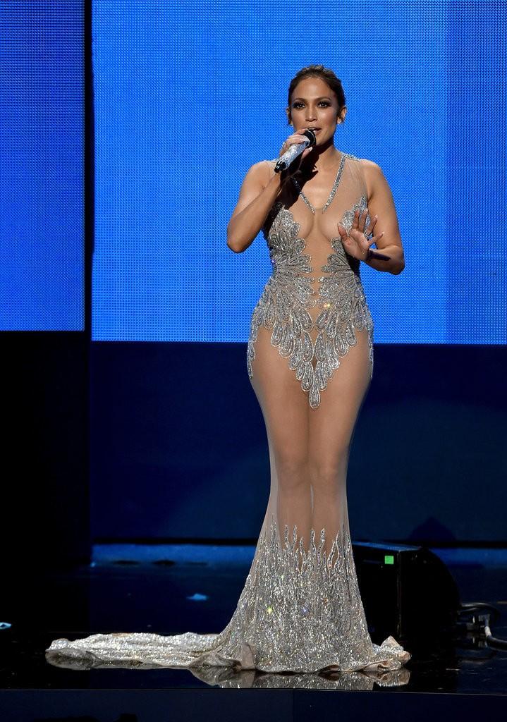Jennifer-Lopez-2015-American-Music-Awards-Best-Moments