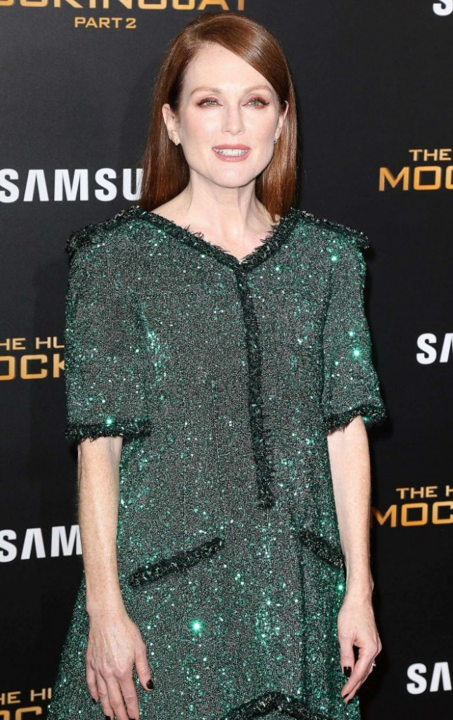 Julianne-Moore--The-Hunger-Games-Mockingjay-Part-2-NY-Premiere--02-662x1051-1