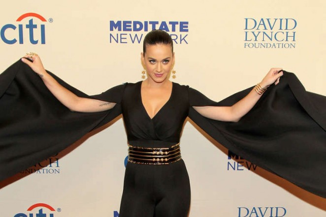 Katy-Perry--Change-Begins-Within-A-David-Lynch-Foundation-Benefit-Concert--02-662x442