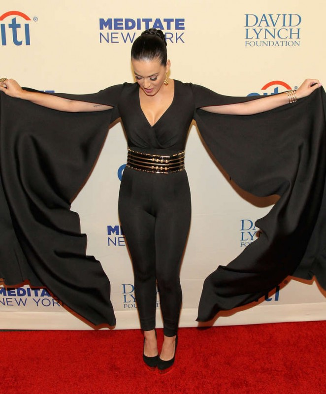 Katy-Perry--Change-Begins-Within-A-David-Lynch-Foundation-Benefit-Concert--03-662x800