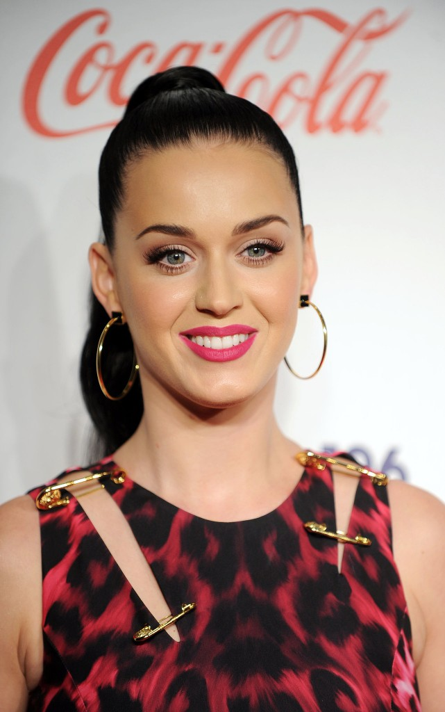 Katy-Perry-attended-London-Jingle-Ball-high-ponytail