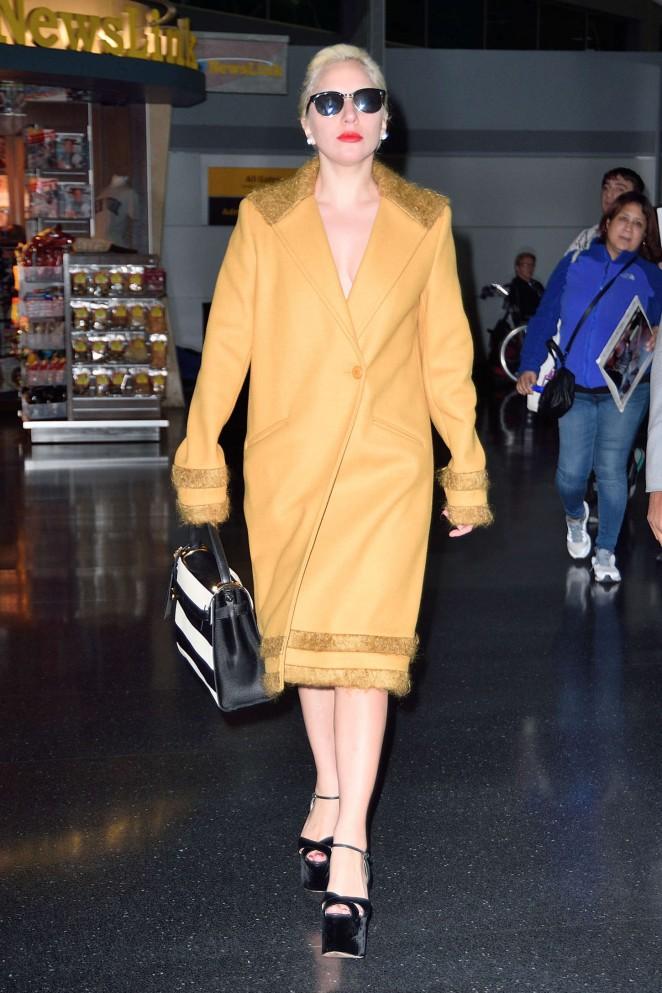 Lady-Gaga--Arriving-to-JFK--02-662x993