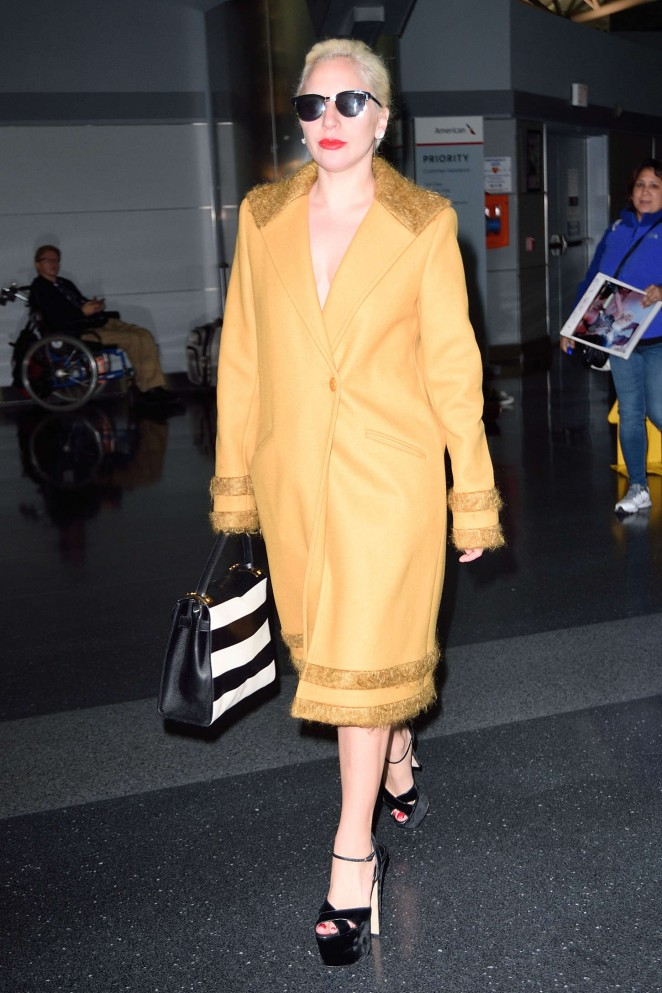 Lady-Gaga--Arriving-to-JFK--07-662x993