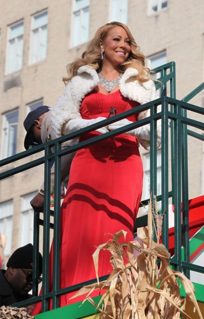 Mariah-Carey--89th-Annual-Macys-Thanksgiving-Day-Parade--03-662x1034