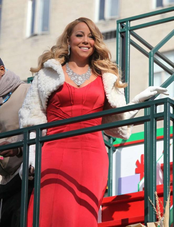 Mariah-Carey--89th-Annual-Macys-Thanksgiving-Day-Parade--07-662x863
