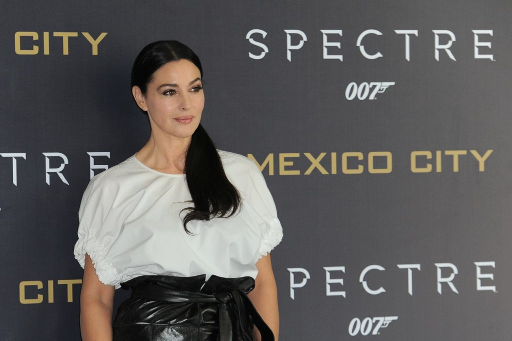 monica-bellucci-in-salvatore-ferragamo-at-spectre-mexico-city-photocall