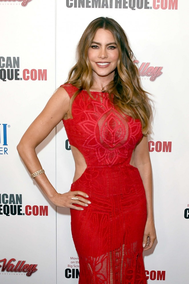 Sofia-Vergara--29th-American-Cinematheque-Award-Honoring-Reese-Witherspoon--28-662x997