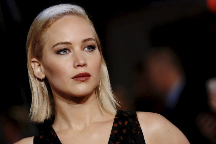 jennifer-lawrence-in-christian-dior-couture-the-hunger-games-mockingjay-part-2-london-premiere