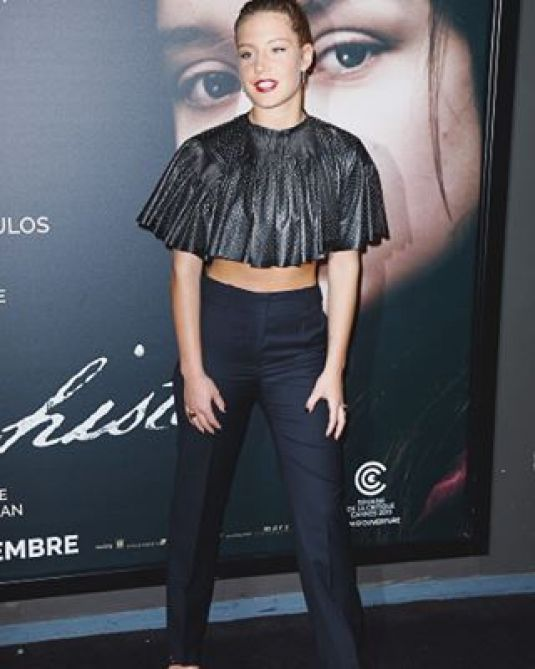 adele-exarchopoulos-at-les-anarchistes-premiere-in-paris-11-05-2015_3