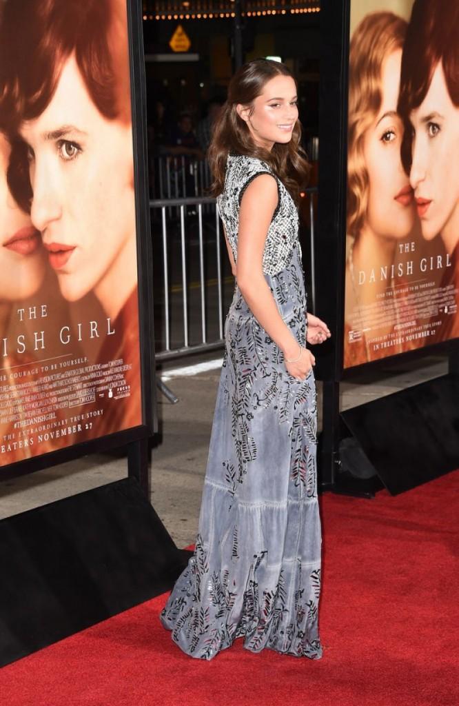 alicia-vikander-the-danish-girl-premiere-in-westwood-november-2015_5