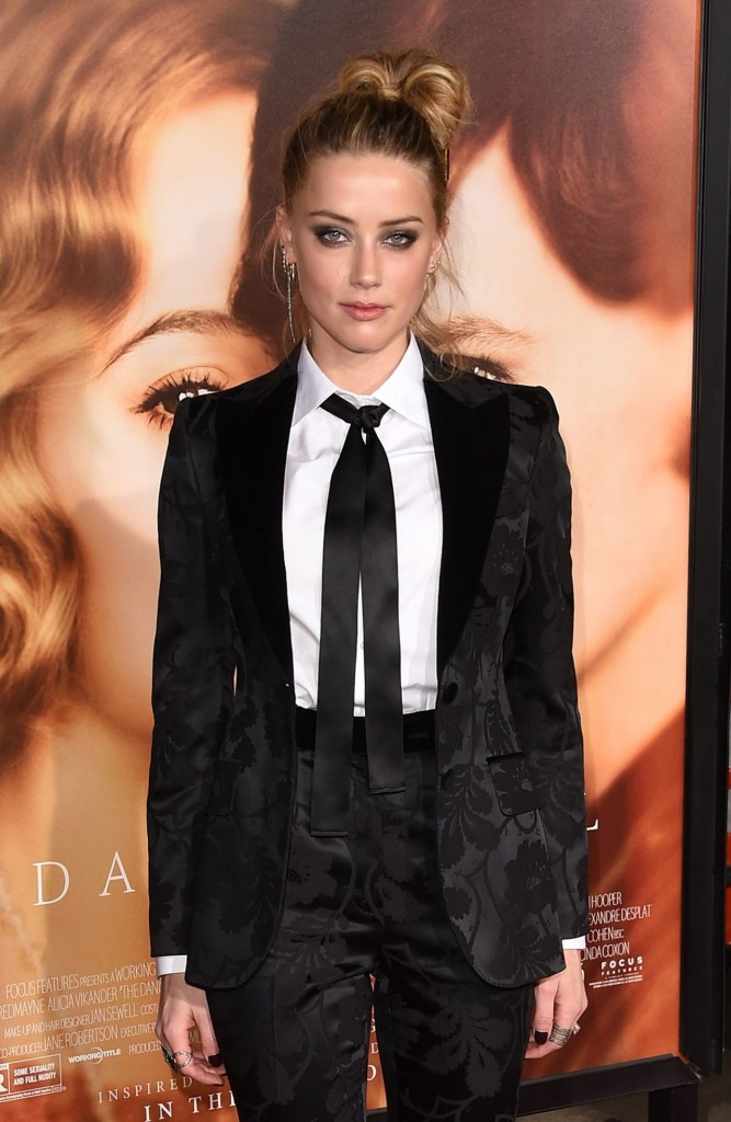 amber-heard-the-danish-girl-premiere-in-westwood-november-2015_21