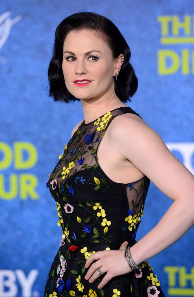 anna-paquin-the-good-dinosaur-premiere-in-los-angeles-premiere-at-el-capitan-theatre_7