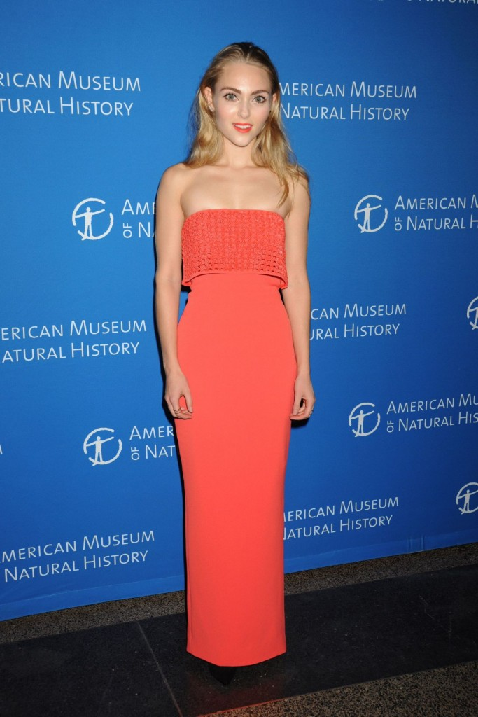 annasophia-robb-2015-american-museum-of-natural-history-museum-gala-in-new-york-city_15