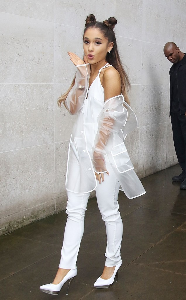 ariana-grande-at-bbc-1-studios-in-london-november-2015_6