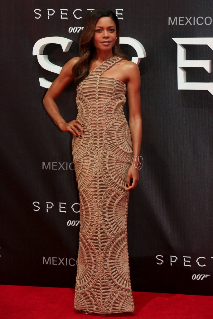 naomie-harris-in-balmain-at-spectre-mexico-city-premiere