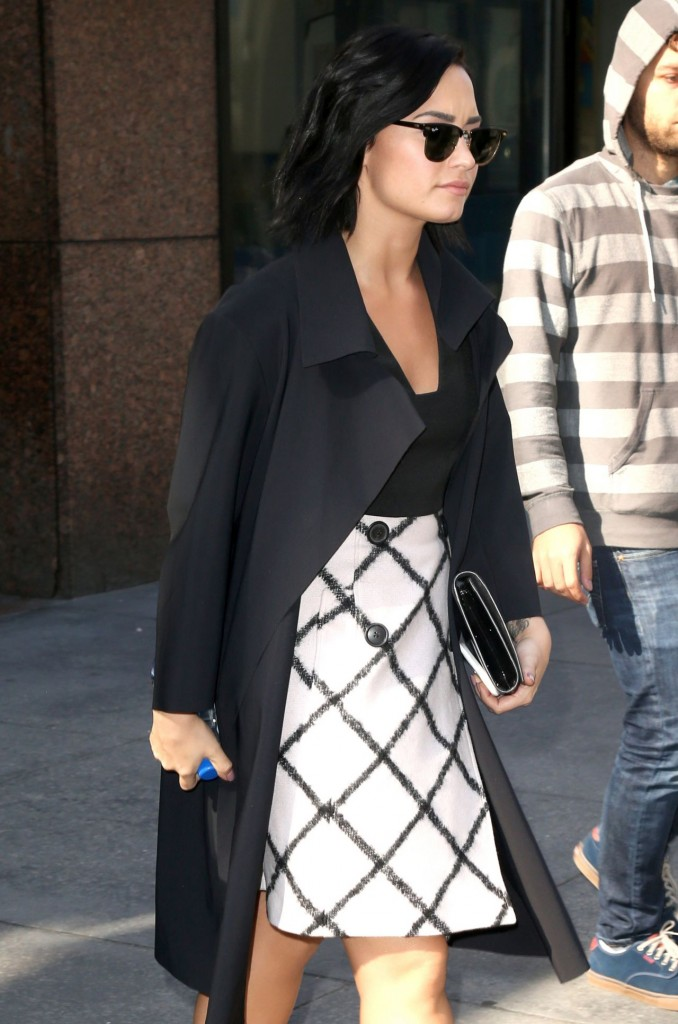 demi-lovato-arriving-at-the-gma-studios-in-new-york-city-october-2015_6