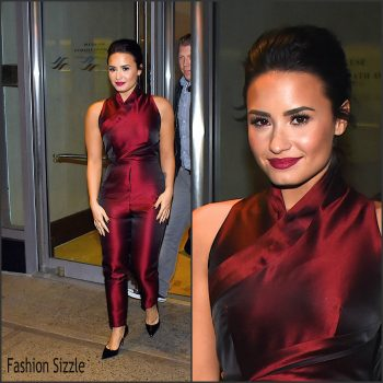demi-lovato-leaves-hilton-holel-in-new-york-10-25-2015