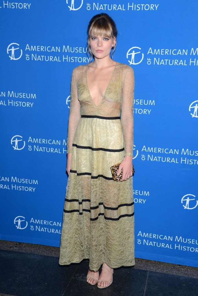 emma-greenwell-american-museum-of-natural-history-gala-in-new-york-november-2015_1