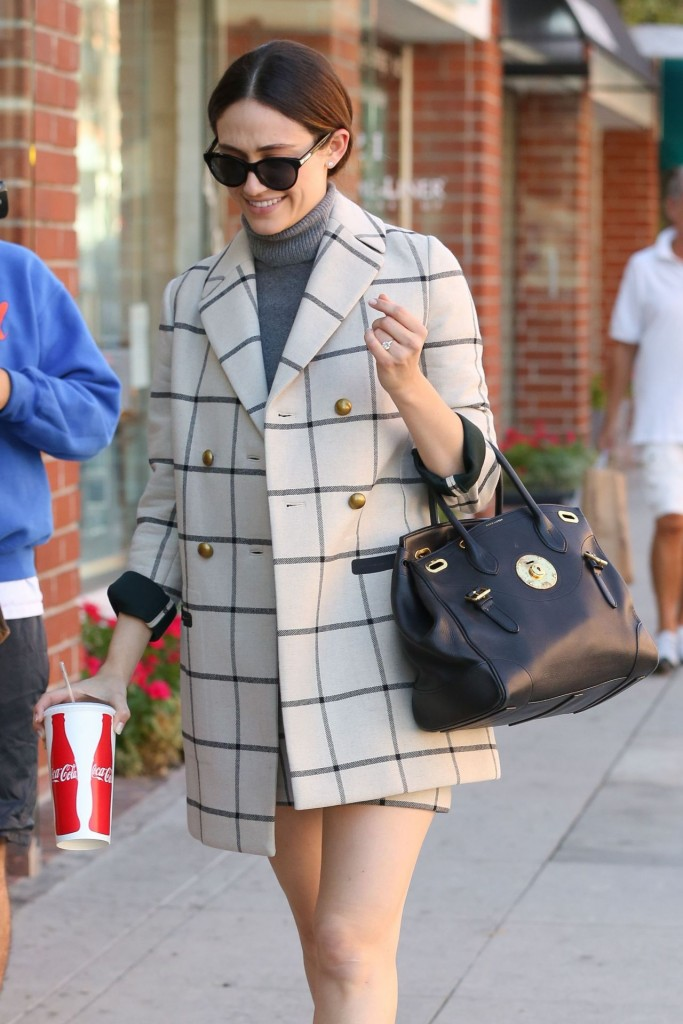 emmy-rossum-out-in-beverly-hills-october-2015_11