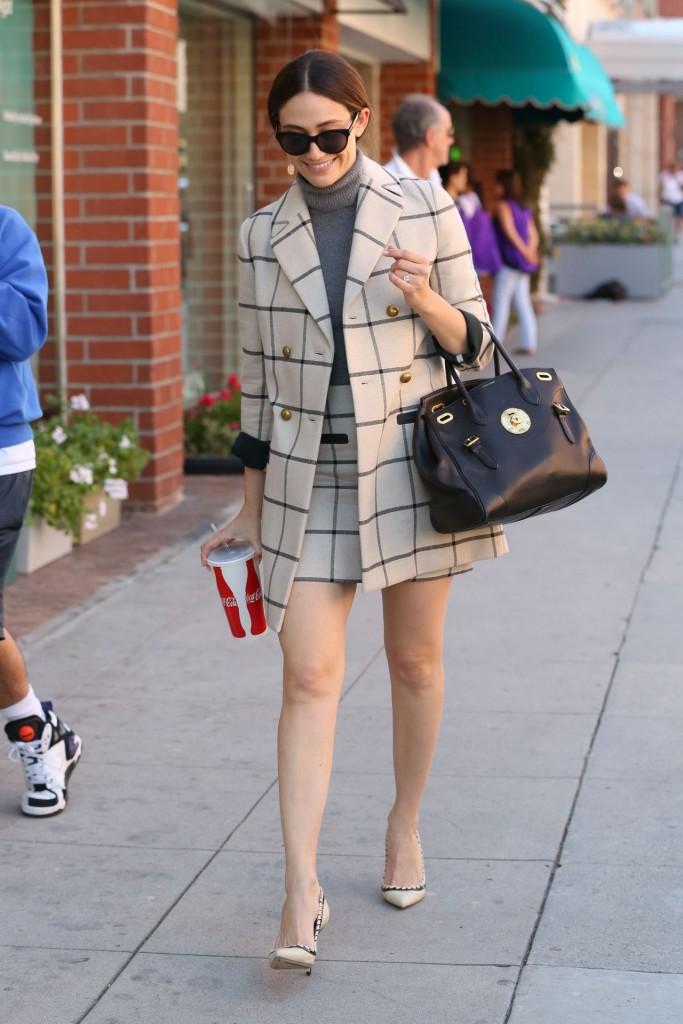 emmy-rossum-out-in-beverly-hills-october-2015_7